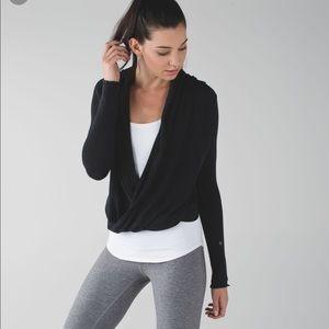 Lululemon black transitional wrap 4 sweater small